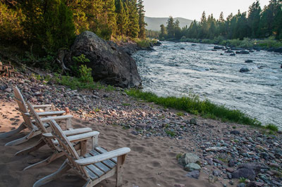 Pinnacle Camp - Relax on the shore of the Blackfoot River