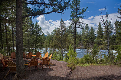 Pinnacle Camp - Fire Pit and Blackfoot River